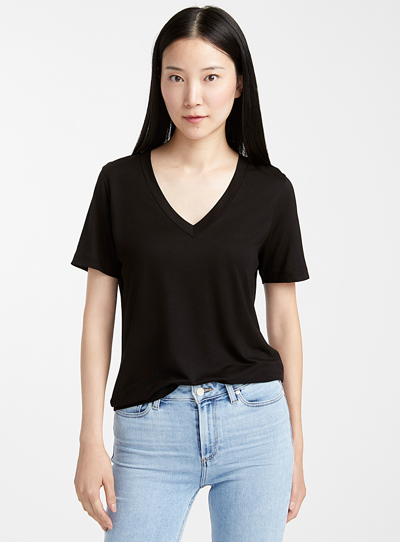 Contemporaine Black TENCEL* Lyocell loose V-neck tee for women