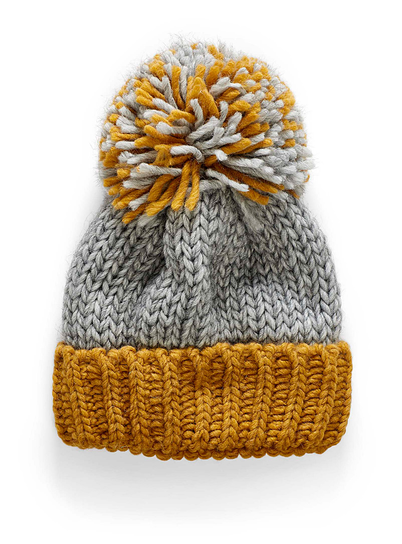 oversized-pompom-two-tone-tuque