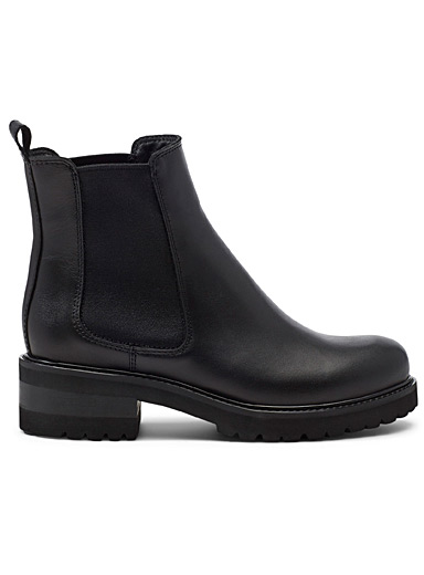 Conner Chelsea boots