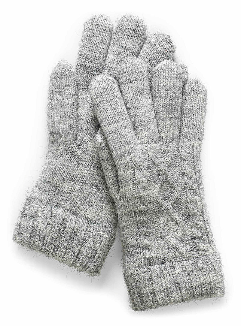 twisted-knit-gloves