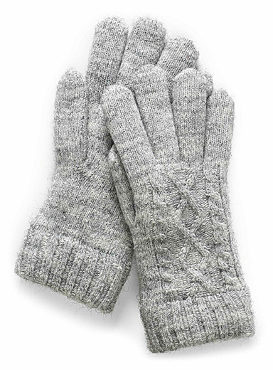Twisted-knit gloves