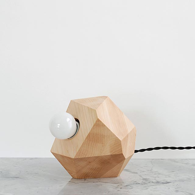 geometric-maple-table-lamp