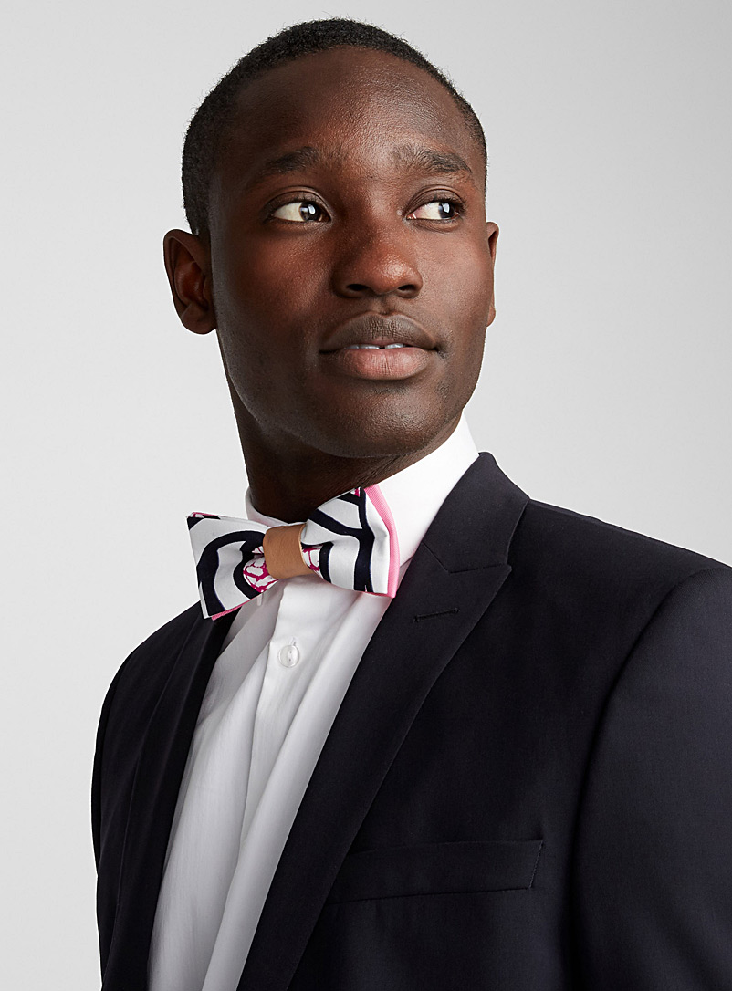 Graphic stripe bow tie