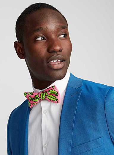 Bright foliage bow tie