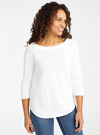 Rounded boat-neck sweater