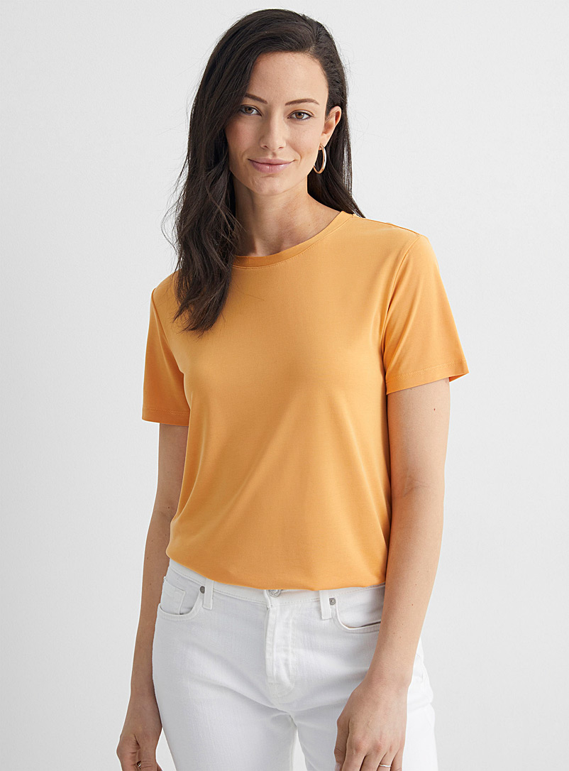 Soaked in Luxury: Le t-shirt cantaloup modal fluide Jaune or pour femme