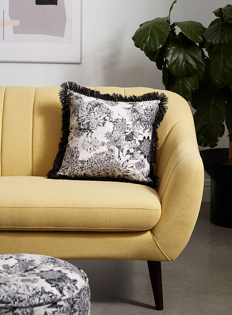 Très dion Black and White Monochrome floral cushion  18