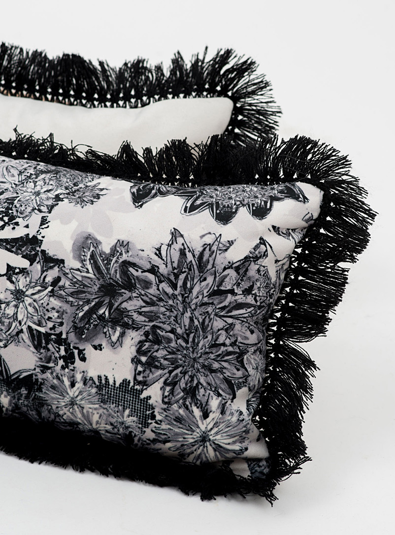 Très dion Black and White Monochrome floral cushion  11