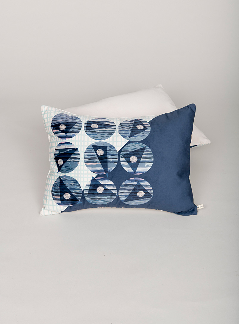 Très dion Blue Port of Call cushion