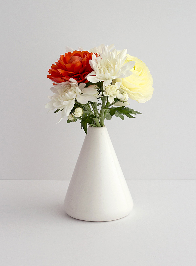 Mercury Bureau White Apex vase