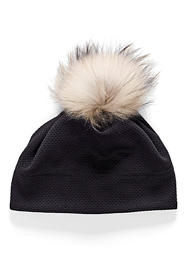 Removable pompom hairstyle tuque
