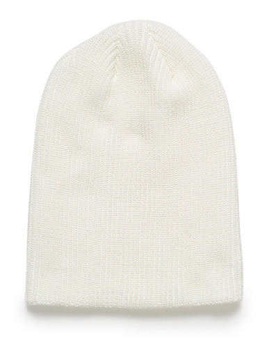 Monochrome ribbed knit tuque