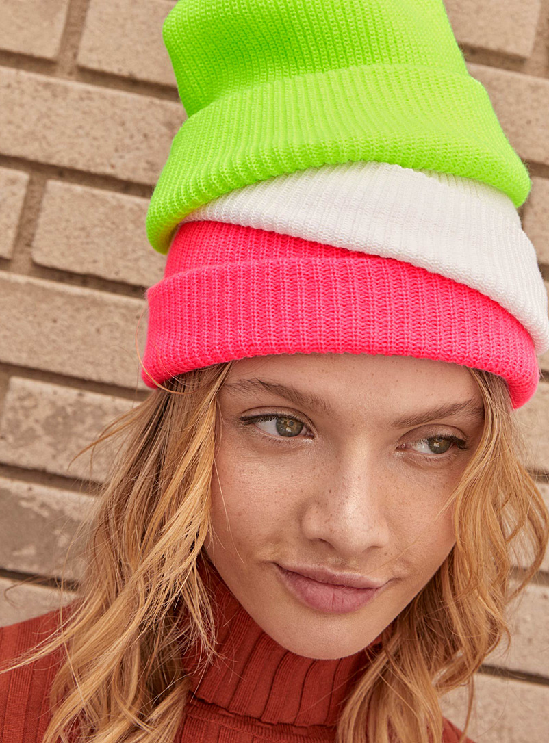 monochrome-ribbed-knit-tuque