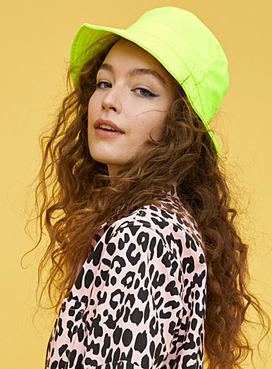 Colourful monochrome bucket hat