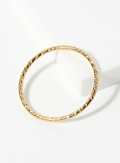 Delicately textured ring