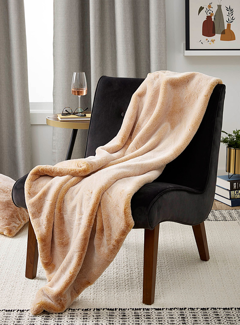 faux-fur-throw-br-130-x-150-cm