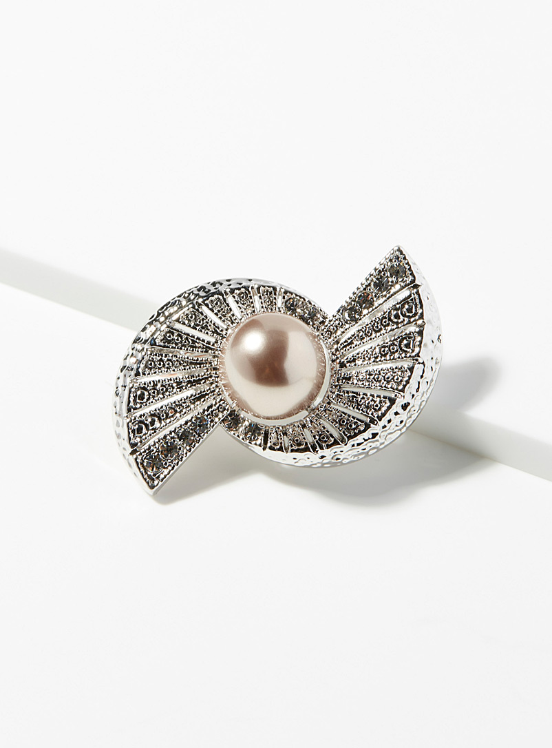 Pearl spiral brooch - Assorted Extras