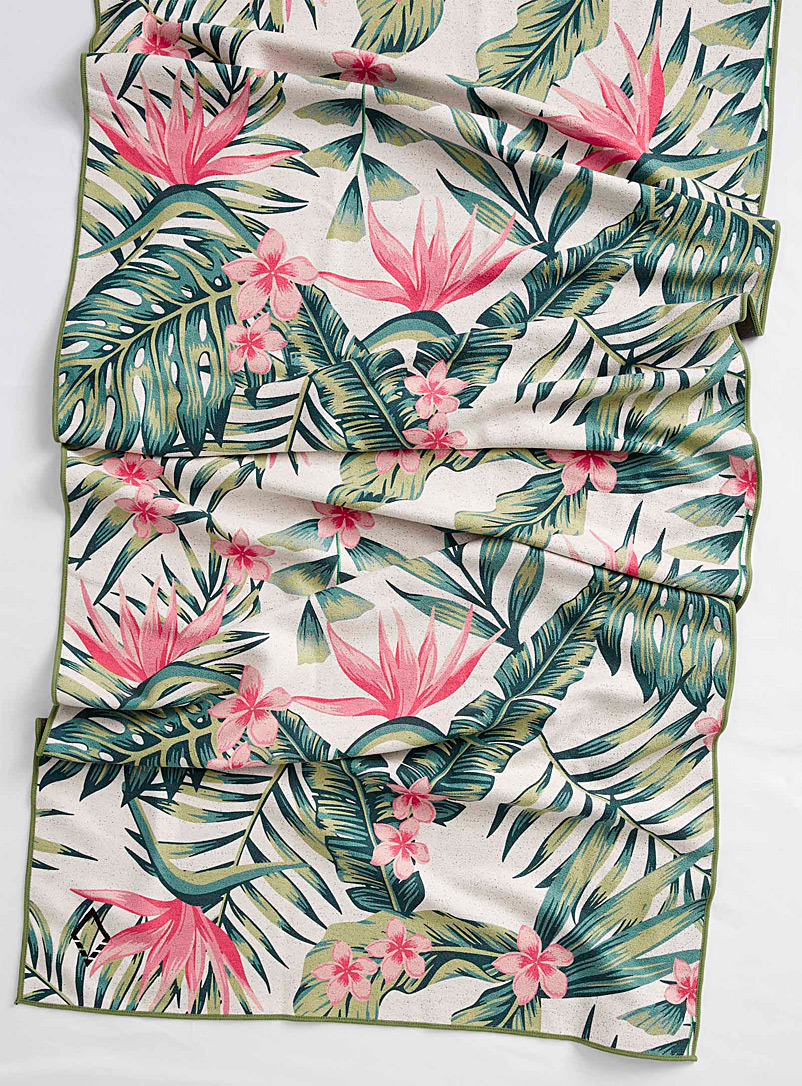 palm-leaf-recycled-plastic-towel
