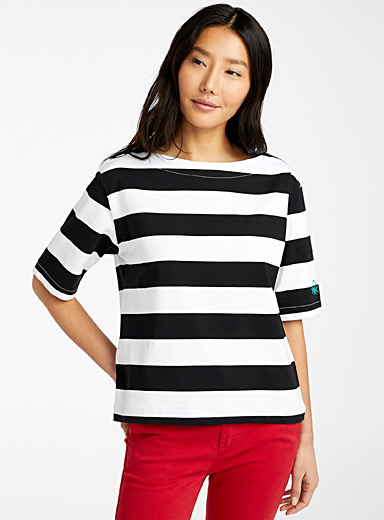 United Colors of Benetton Patterned Black Boat-neck striped tee for women