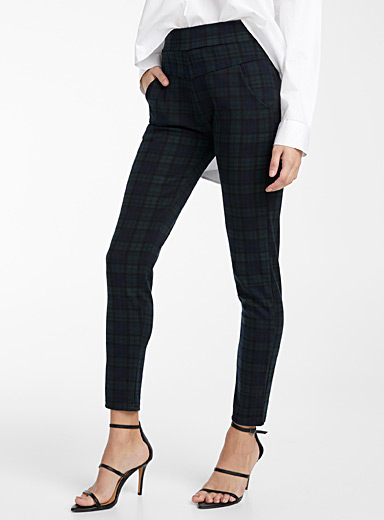 Dark tartan form-fitting pant