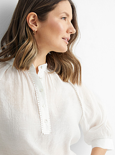 Scalloped trim gauze blouse