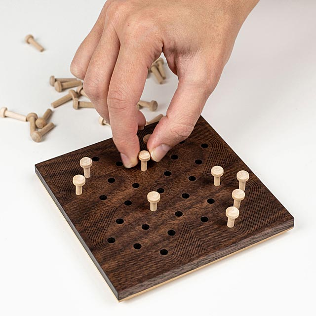 wooden-solitaire-game