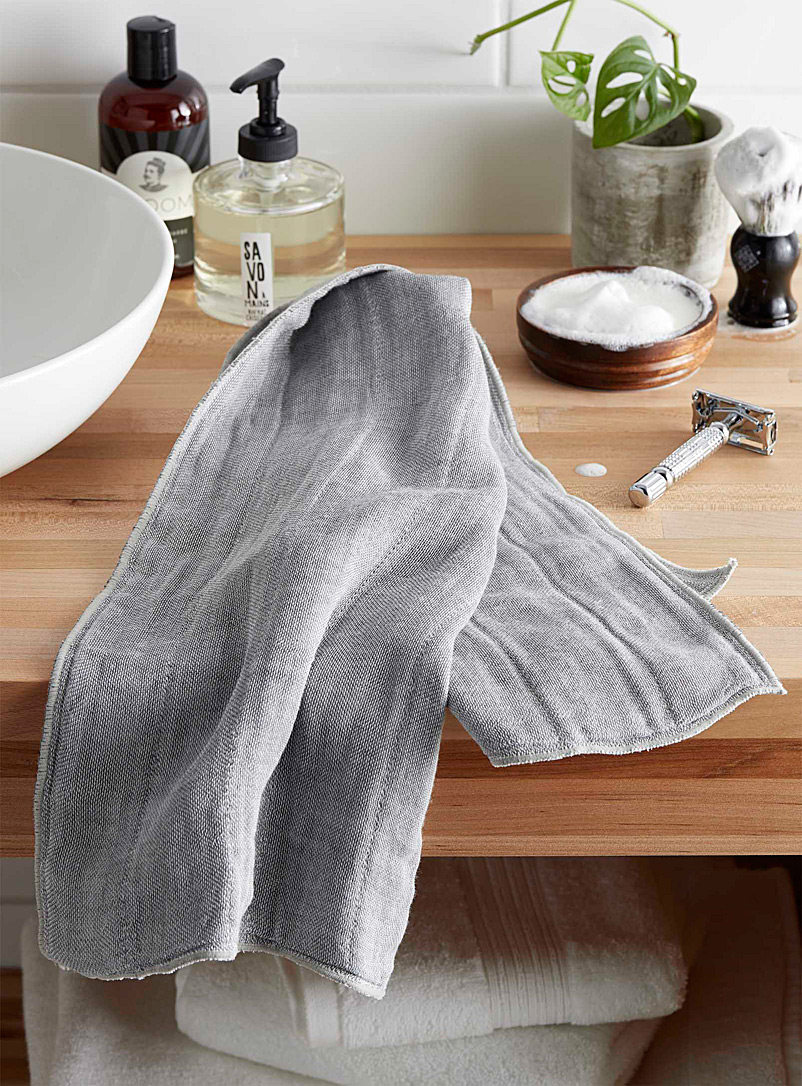 Simons Maison Grey Charcoal-infused body wash towel