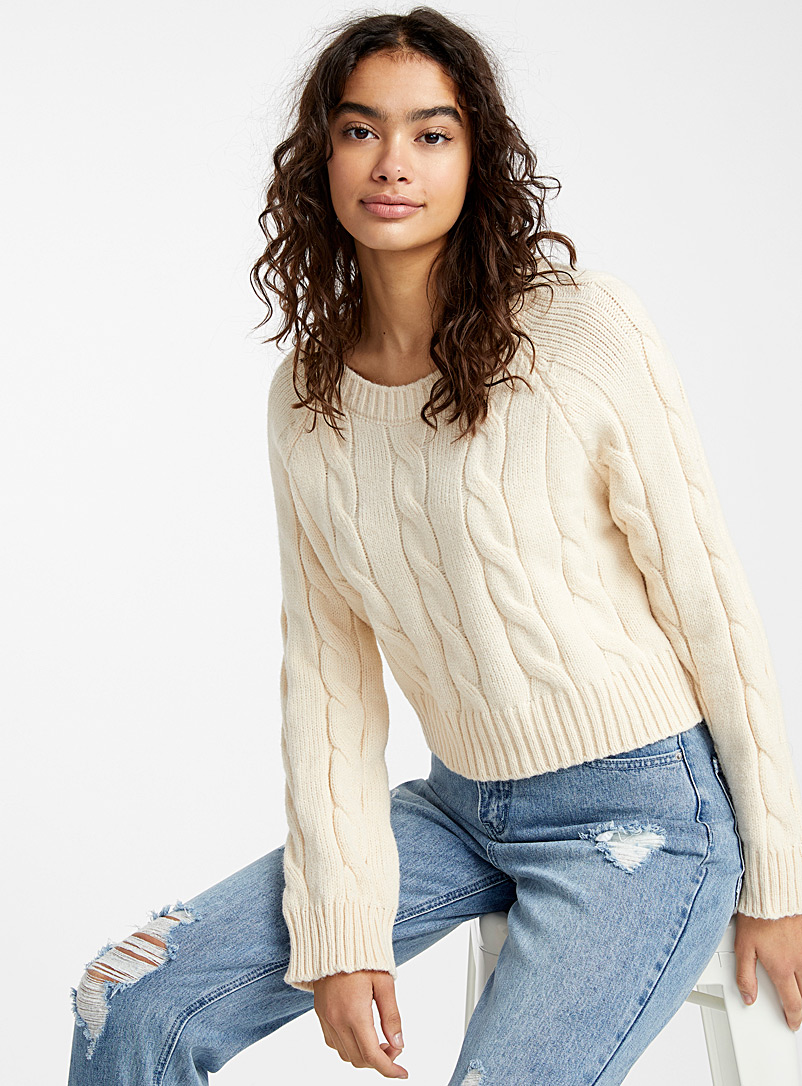 le-pull-ultracourt-tricot-cables