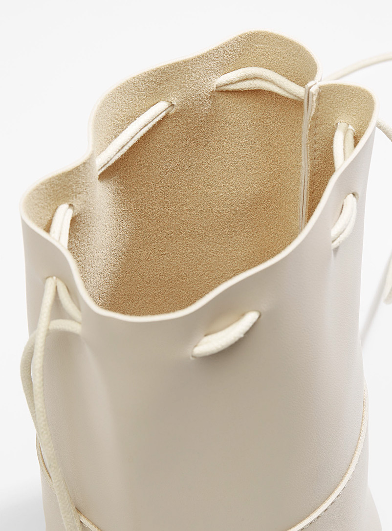 Small artisanal bucket bag - Crossbody Bags - Ivory White