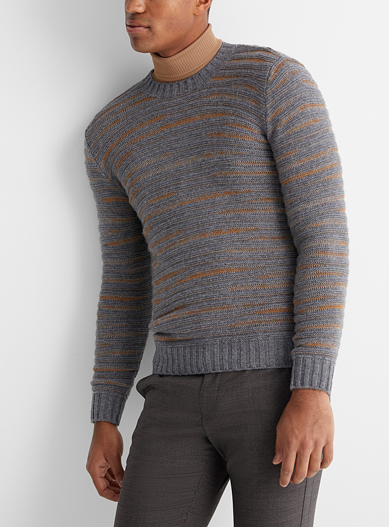 Le pull rayures en relief