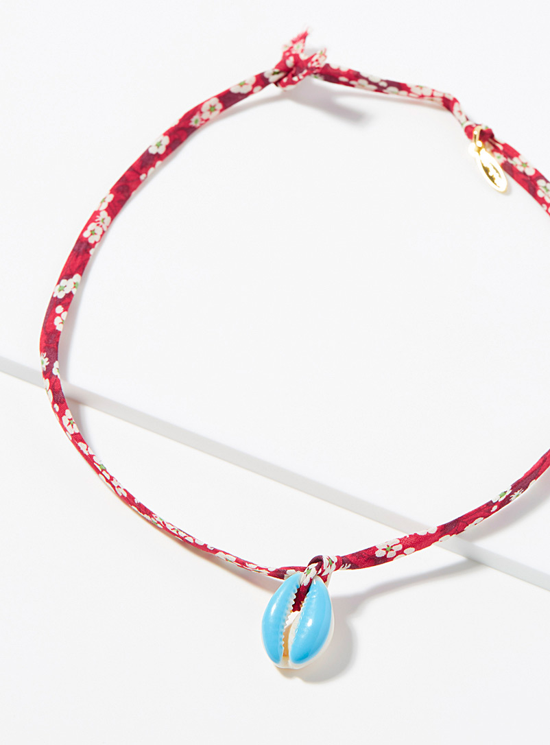 All the Must: Le bracelet-collier coquillage Rouge assorti pour femme