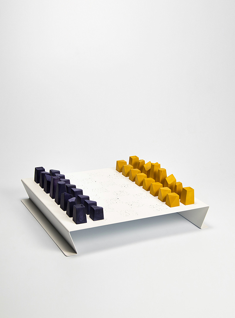 Fabrique 1840 Dark Yellow Hegemony chess set