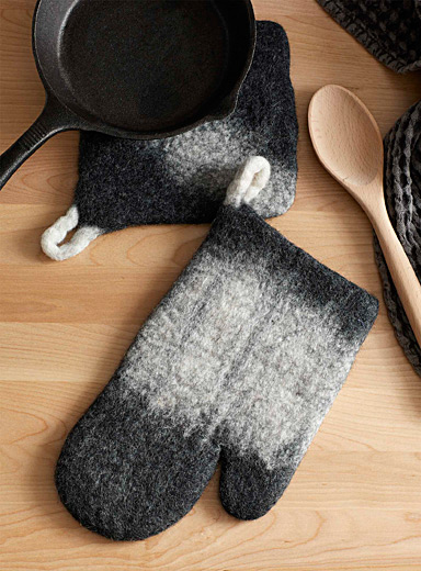 Grey ombré wool fair trade mitt and potholder set