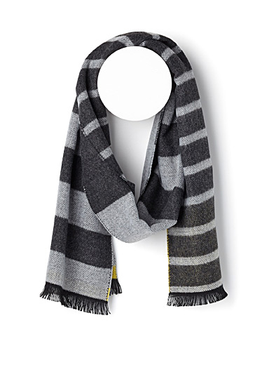 Reversible two-tone striped scarf