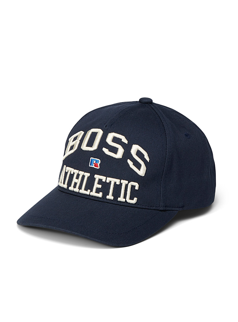 Boss x Russell Athletic: La casquette BOSS x Russell Athletic Marine pour homme