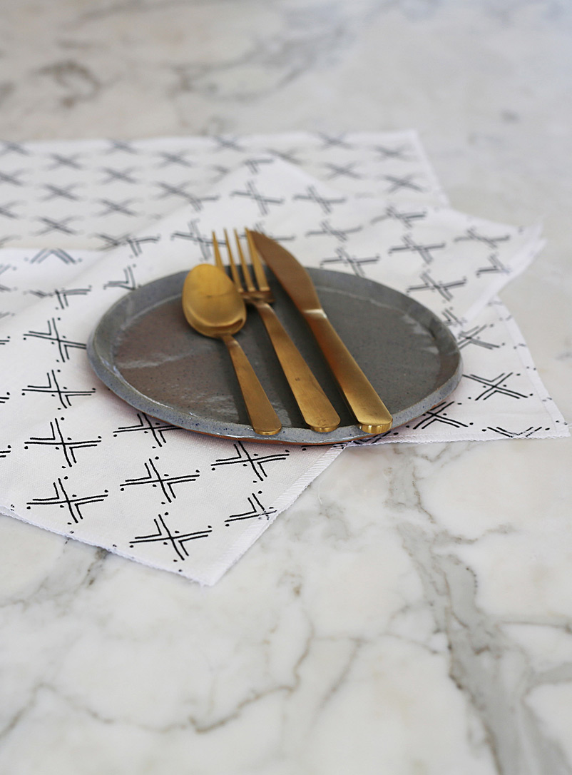Indigo Arrows: Les serviettes de table pur lin motifs ancestraux  Ensemble de 4 Niswi
