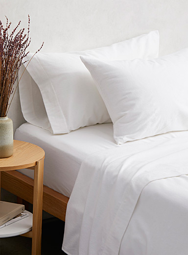 Simons Maison White Luxurious flannel sheet  Fits mattresses up to 15 in.