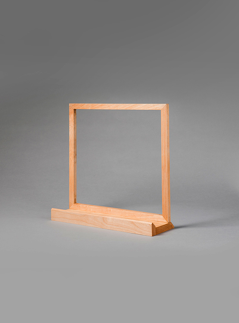 Le Needle Maple Square maple wood vinyl sleeve stand