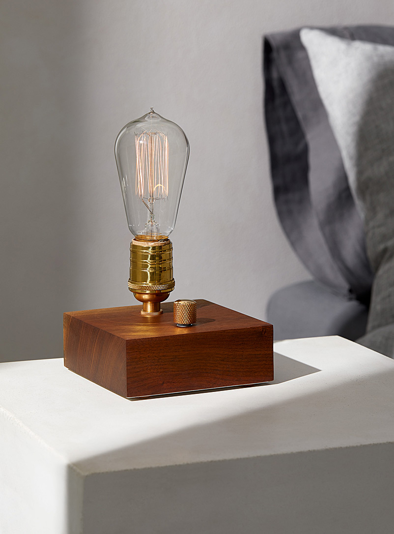 La lampe de table industrielle bloc en noyer