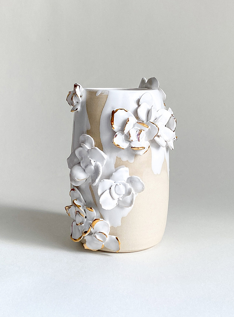 Meg Does Pottery Cream Beige Blanche gold flower ceramic mini vase  11,5 cm high