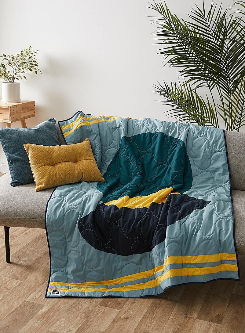 Le point visible Blue Circular Presence quilt throw