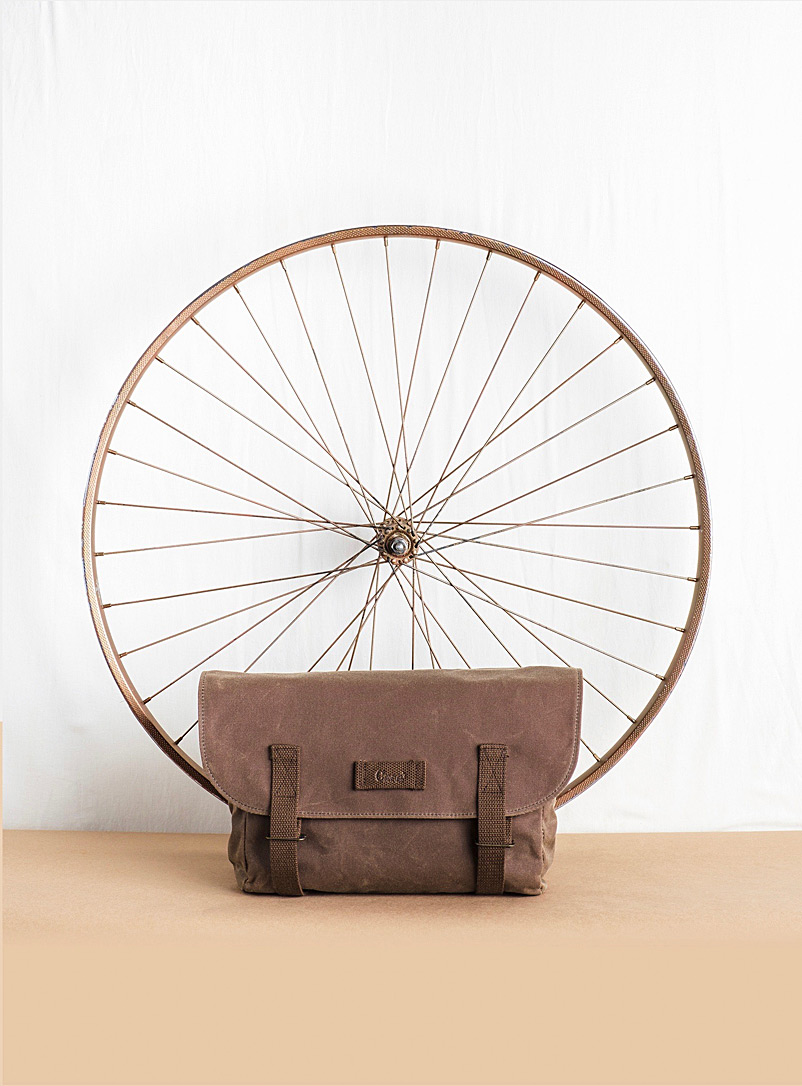 Cass' Brown Pigeon messenger bag  Available in two sizes