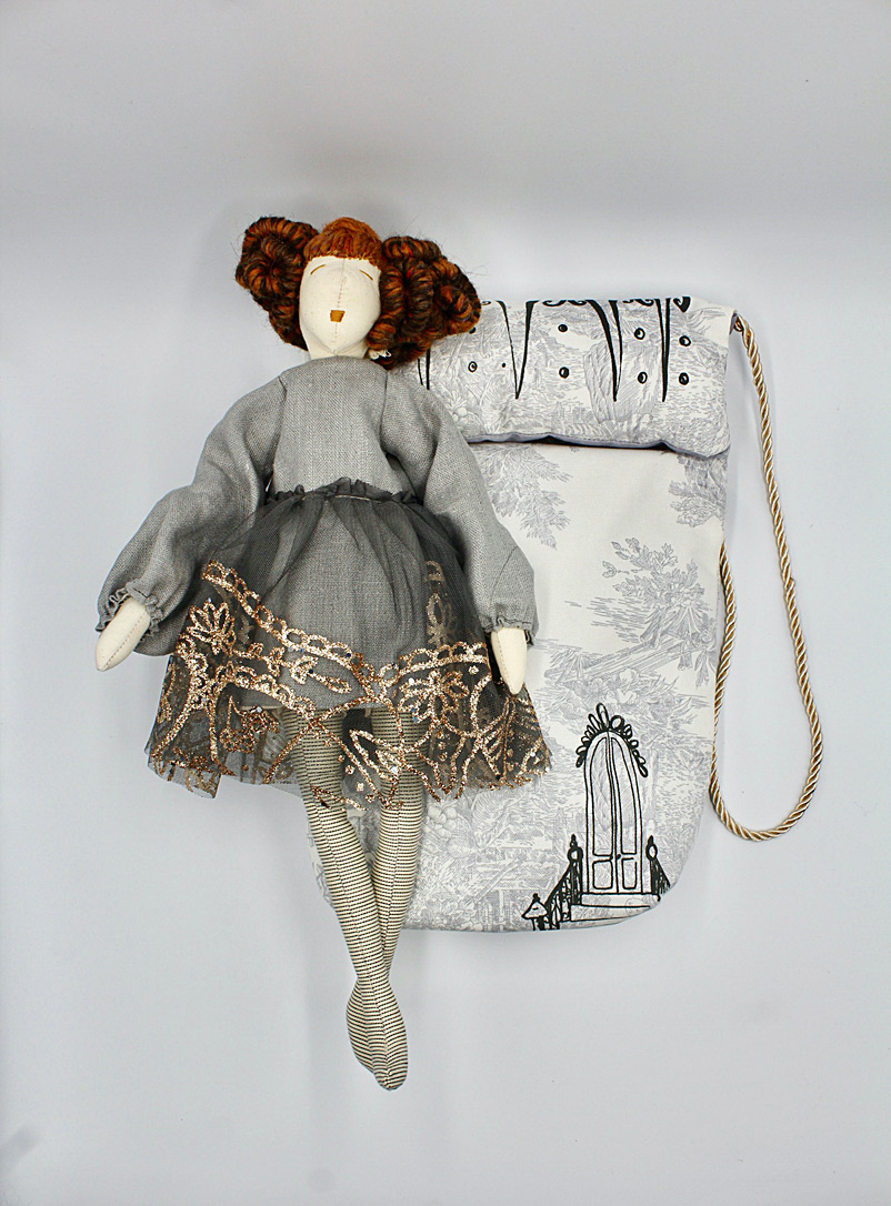 Brownstone Playhouse Assorted Hannah doll and her bag