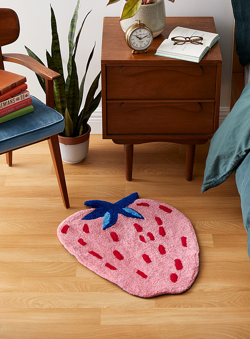 Sweet strawberry rug