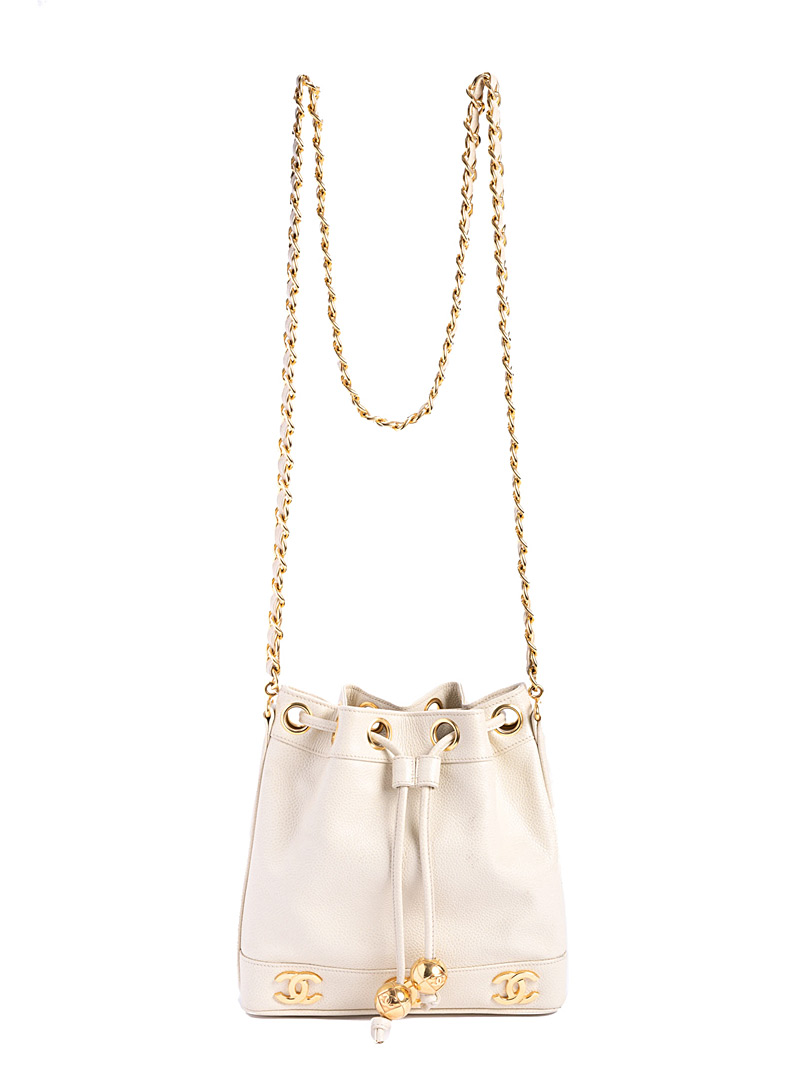 Edito Vintage Cream Beige Triple CC caviar leather bucket bag  Chanel for women