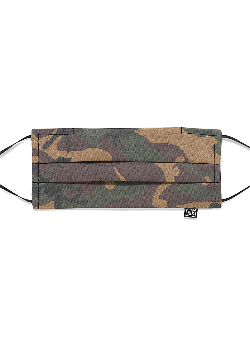 Double-pleat camo mask