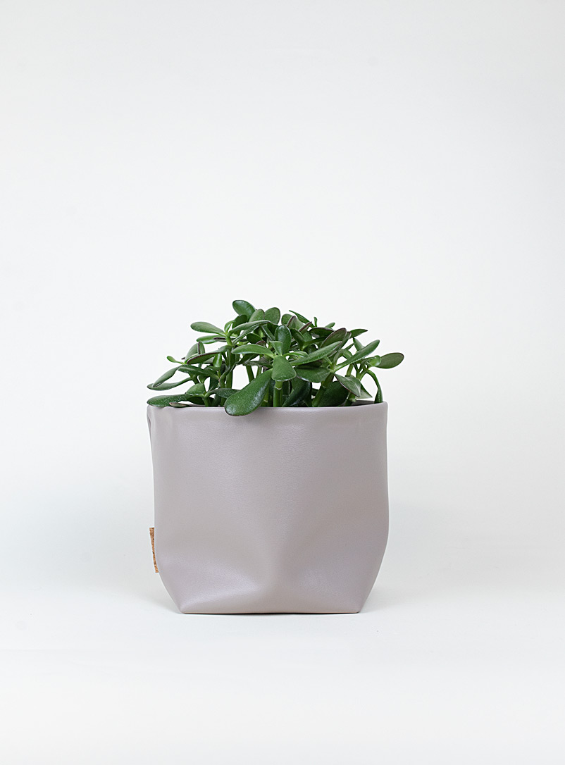 The Ba.sic Grey Faux-leather planter
