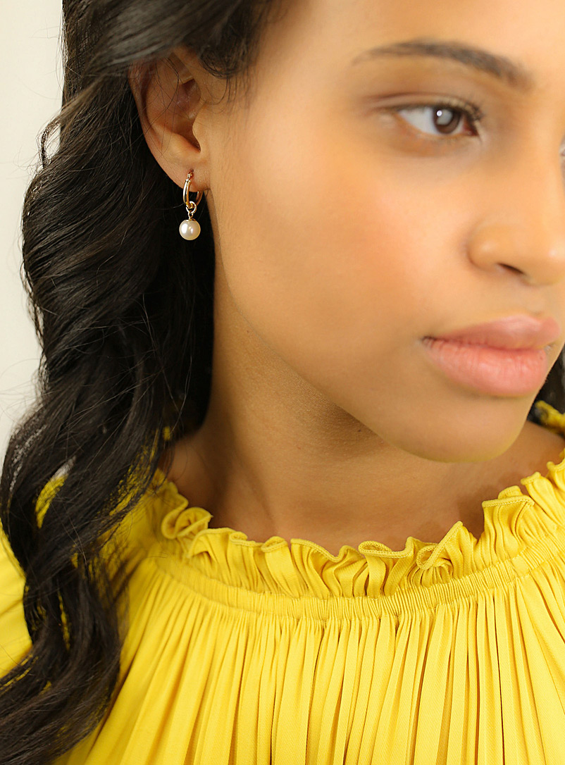 Poppy Finch Assorted Small gold pearl hoops for women
