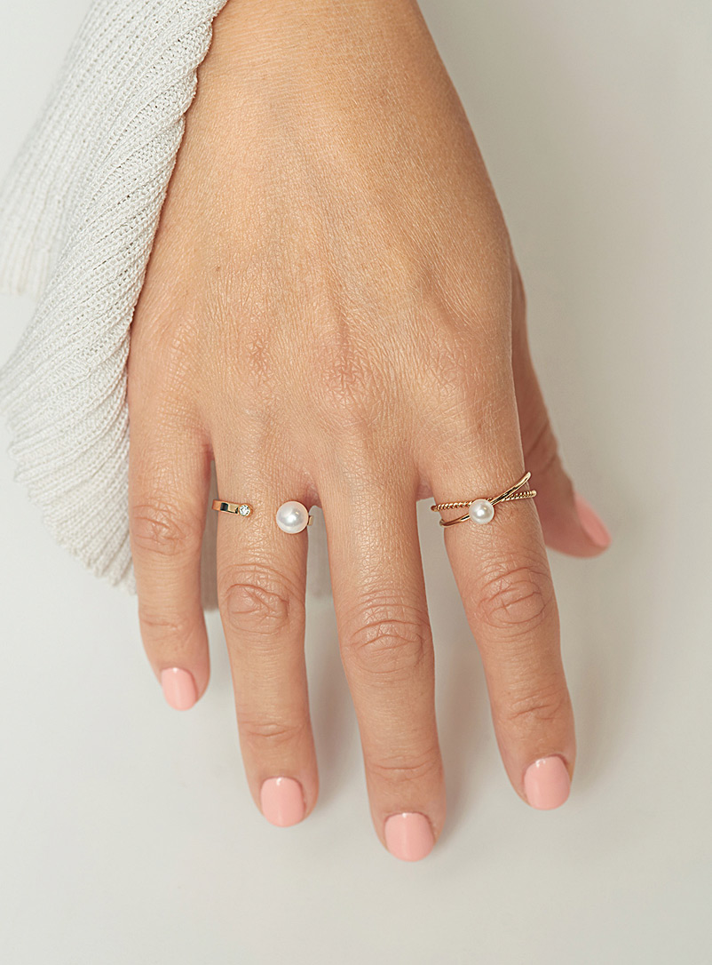 Poppy Finch Assorted Small pearl interlaced ring for women