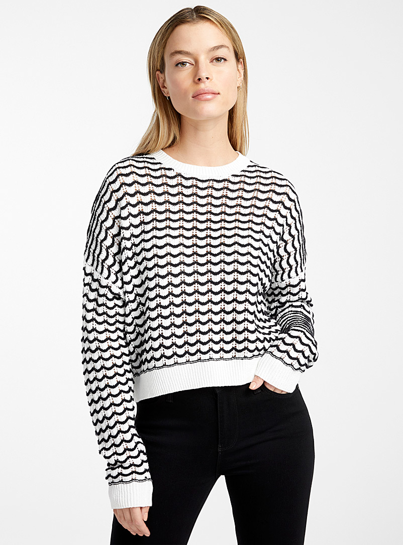 Icône Black and White Scalloped striped sweater for women